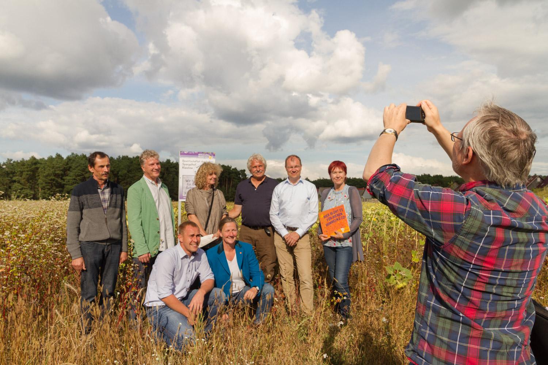 Projektpartner vor der MAZ-KameraFoto-www.enrico.roehner